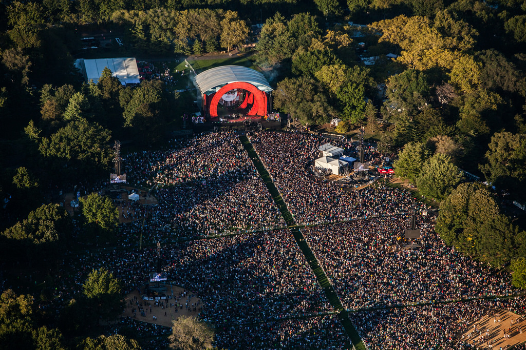 #FatherhoodIsLit Crowd #GlobalCitizen